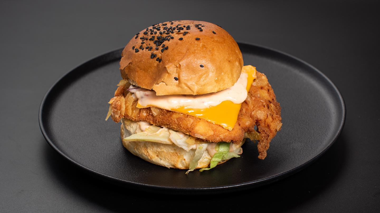Cornflakes bundába rántott csibeburger