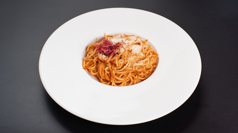 Paradicsomos tejszínes spagetti parmezánnal szórva